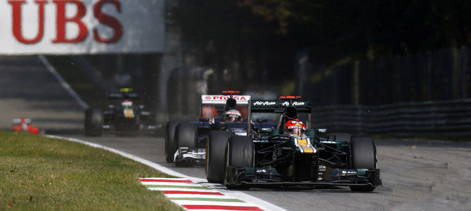 Los dos Caterham ruedan sobre el asfalto de Monza