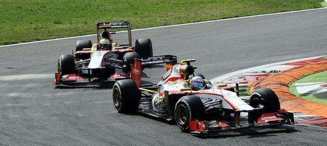 Los dos HRT ruedan sobre el asfalto de Monza