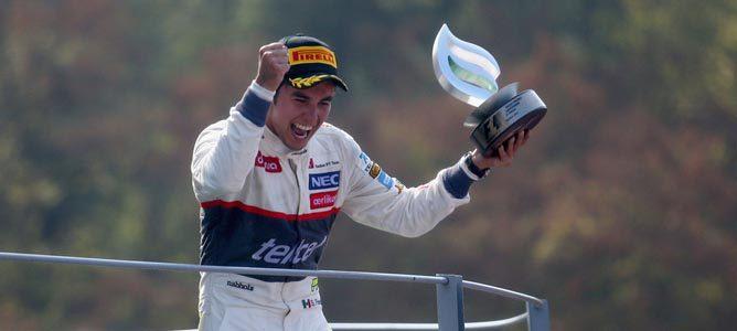 Sergio Pérez en el podio de Monza