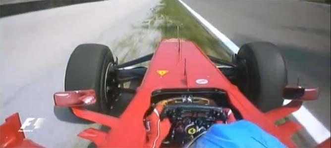 Alonso intenta pasar a Vettel en el GP de Italia