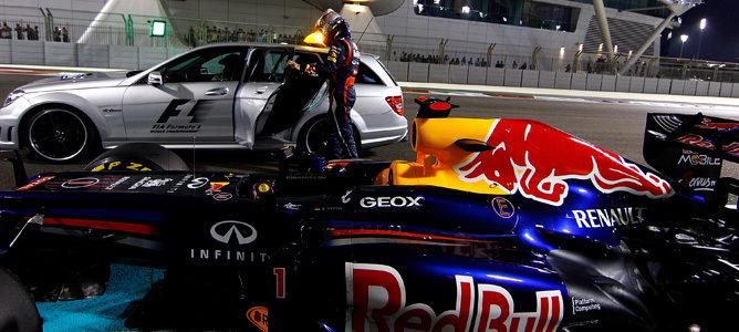 Vettel subiéndose al coche médico