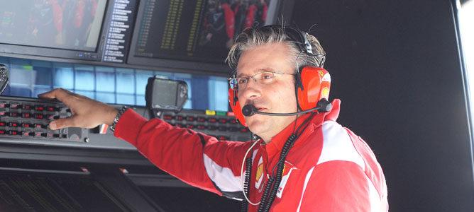 Pat Fry en el muro de Ferrari
