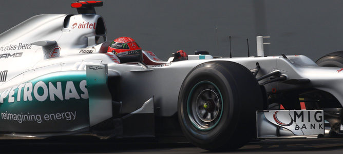 Michael Schumacher pilota su Mercedes W03en India 2012