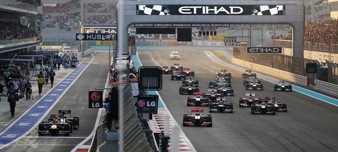 Salida del GP de Abu Dabi 2012, con Vettel partiendo desde el pit lane