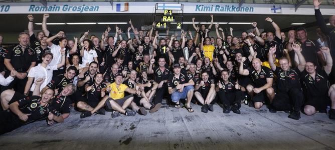 Lotus celebra la victoria de Kimi Räikkönen en Abu Dabi 2012