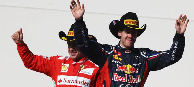Sebastian Vettel y Fernando Alonso en el podio de Austin