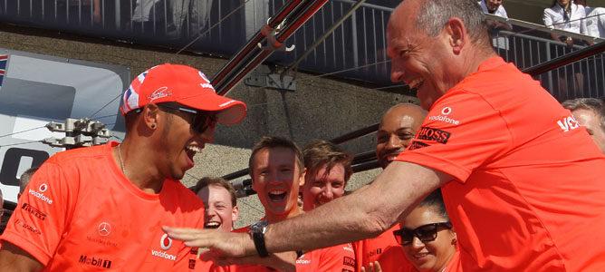 Celebración de Hamilton tras su victoria en el GP de Canadá 2012