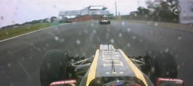 Romain Grosjean por detrás de Pedro de la Rosa