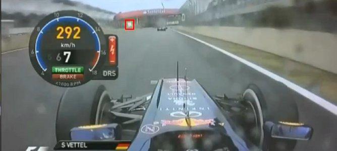 Vettel detrás de Vergne con banderas amarillas
