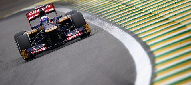 Daniel Ricciardo sobre el asfalto brasileño