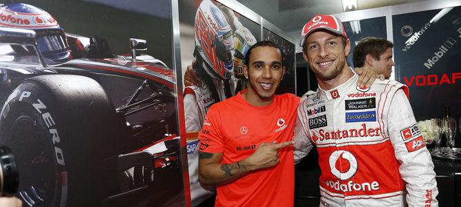 Lewis Hamilton y Jenson Button tras su última carrera como compañeros en McLaren