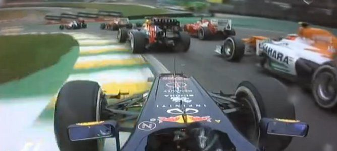 Vettel en la primera curva, superado por Alonso y Hulkenberg