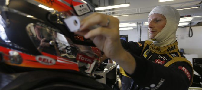 Romain Grosjean en el box de Lotus