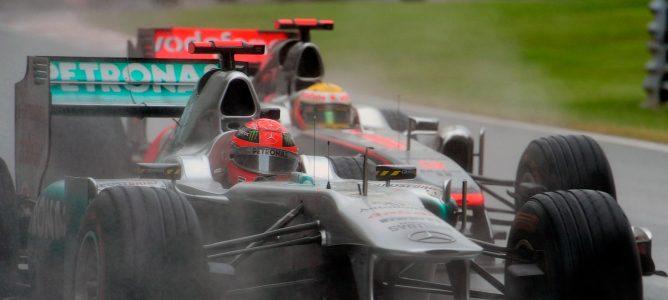 Michael Schumacher cree que Lewis Hamilton llega en el momento justo a Mercedes