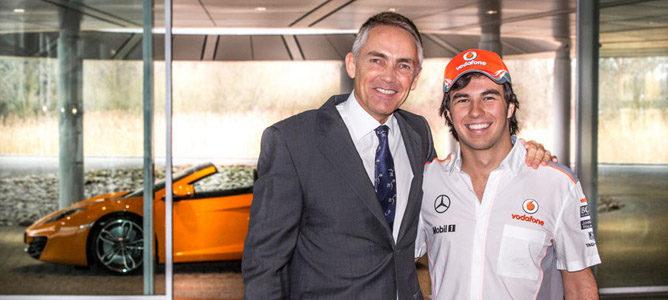 Sergio Pérez ya posa con los colores de McLaren
