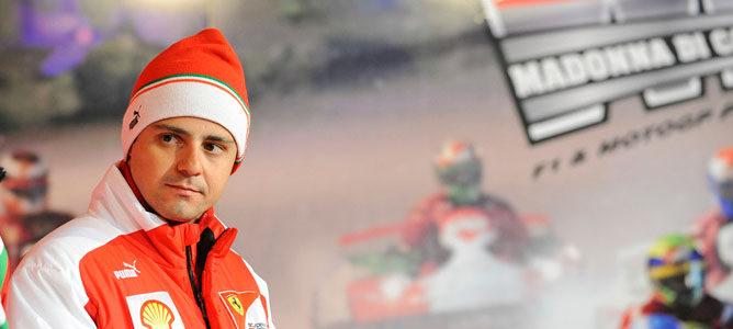Felipe Massa realiza el molde del asiento para la temporada 2013