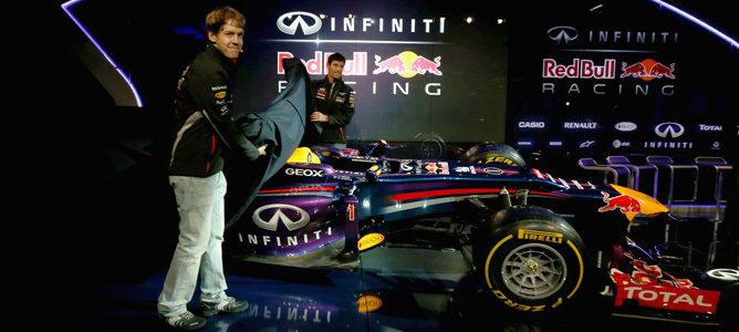 Vettel y Webber desvelan el nuevo Red Bull RB9 en Milton Keynes