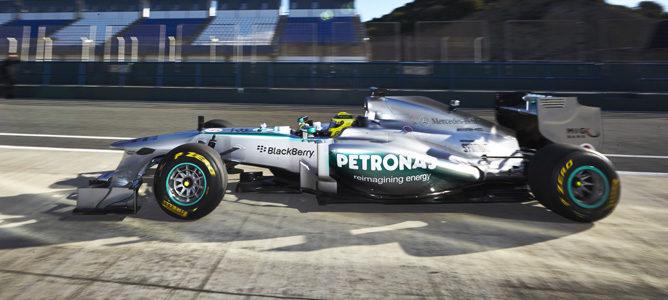 Mercedes W04 con Nico Rosberg al volante