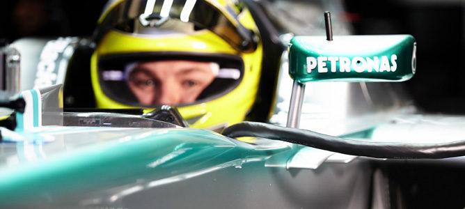 Nico Rosberg subido en el nuevo Mercedes W04