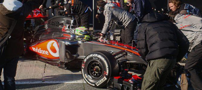 Lewis Hamilton y Sergio Pérez debutan con sus nuevos equipos en Jerez