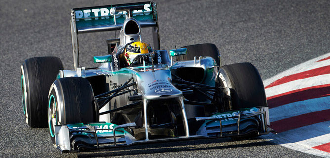 Sergio Pérez termina al frente en el segundo día de test en Barcelona 002_small