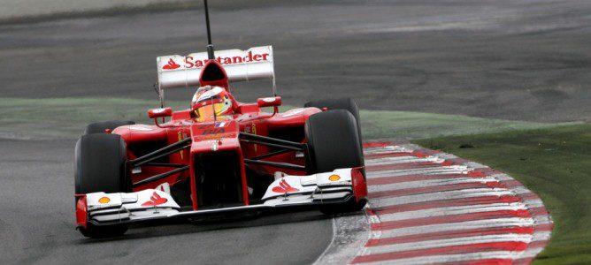 Jules Bianchi con el F2012 haciendo pruebas aerodinámicas