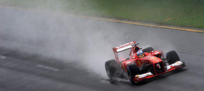Fernando Alonso con neumáticos de lluvia extrema