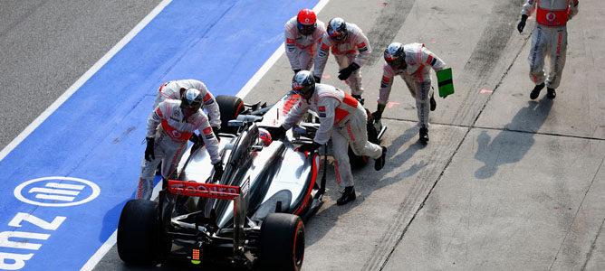 """Jenson Button: """"Quizá deberíamos hacer paradas algo más lentas para evitar errores"""""""