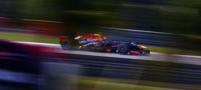 Red Bull niega que Mark Webber no vaya a continuar en 2014 001_small