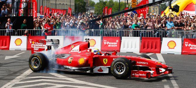 Felipe Massa se exhibe en Varsovia