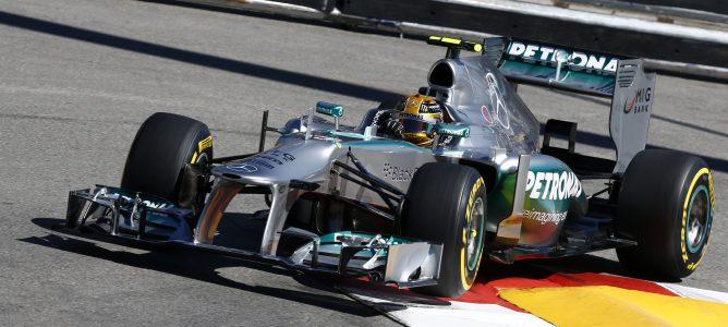 """Lewis Hamilton: """"Pierdo mucho tiempo en las frenadas"""""""