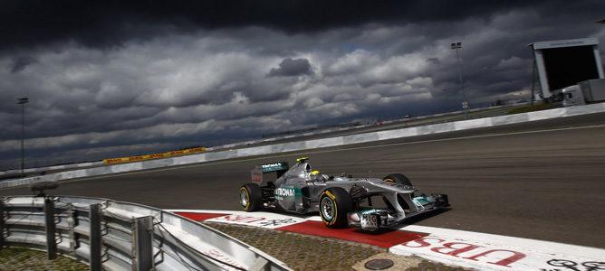 Nico Rosberg bajo el cielo gris en Nürburgring 2011