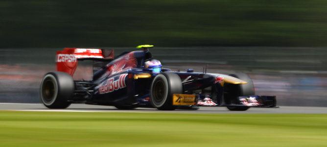 Daniel Ricciardo lidera en la segunda mañana de test de jóvenes pilotos