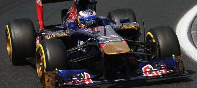 Daniel Ricciardo avanza en Hungaroring