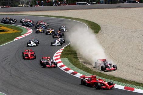 """Alonso lo tiene claro: """"Creo que entré antes que Massa y nos tocamos"""""""