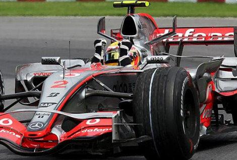 Lewis Hamilton gana un gran premio marcado por el accidente de Kubica
