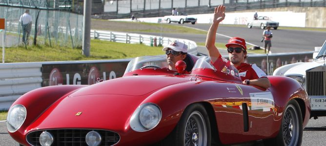Fernando Alonso en el 'drivers' parade' de Suzuka