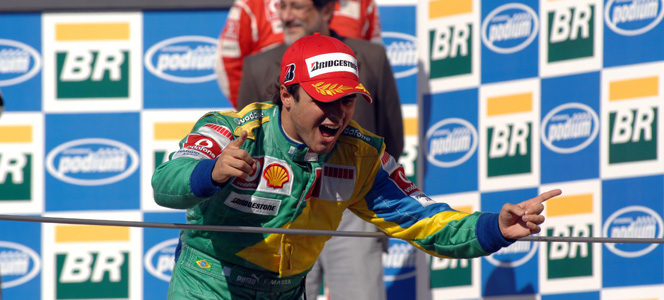 Felipe Massa celebra su victoria en el GP de Brasil 2006 en Interlagos