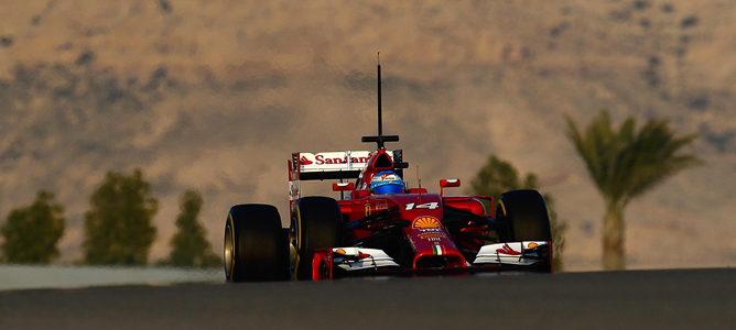 Fernando Alonso pilota el Ferrari F14T en los test de Baréin