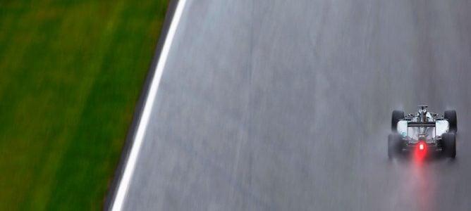 Lewis Hamilton se impone bajo la lluvia y el caos en el GP de Japón 2014
