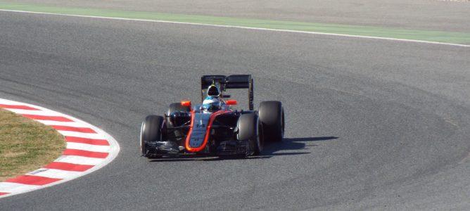 Comunicado: Alonso está bien y el equipo señala al viento como causa del accidente