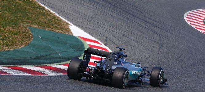 Mercedes asusta y McLaren ve la luz en el segundo día de test de la segunda ronda en Barcelona
