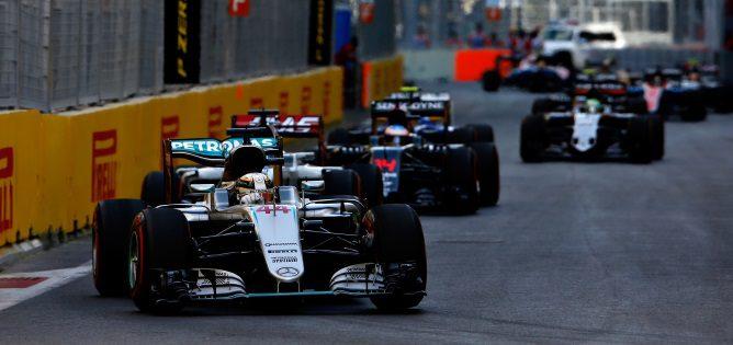 Mercedes confirma que Hamilton y Rosberg perdieron dos décimas por vuelta en Bakú