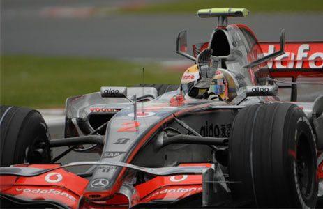 """Hamilton se lleva la """"pole"""" también en Silverstone, Alonso queda tercero"""