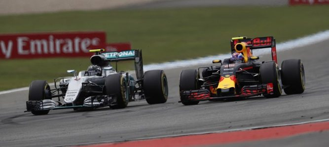 Mercedes y Red bull tendrán que rediseñar el sistema de suspensión de sus coches