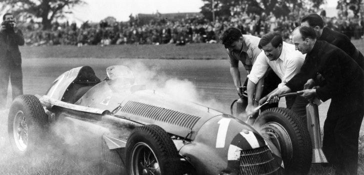 El Alfa Romero de Nino Farina averiado en el Gran Premio Gran Bretaña 1951