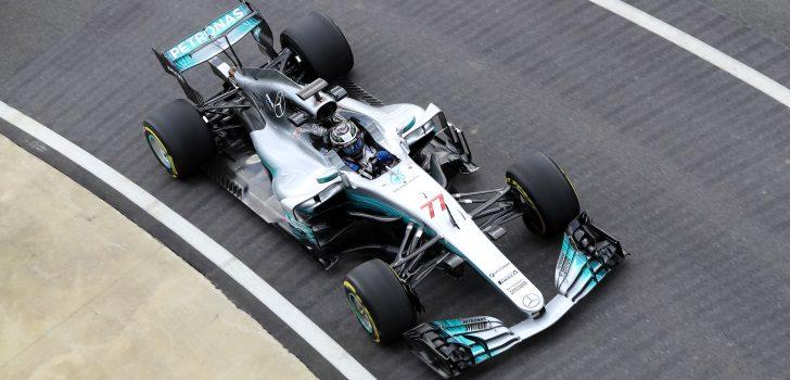 Valtteri Bottas conduce el Mercedes W08 en Silverstone