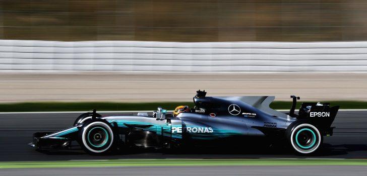 Hamilton rodando en Montmeló