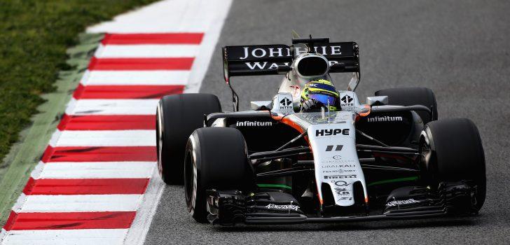 Sergio Pérez al volante del VJM10