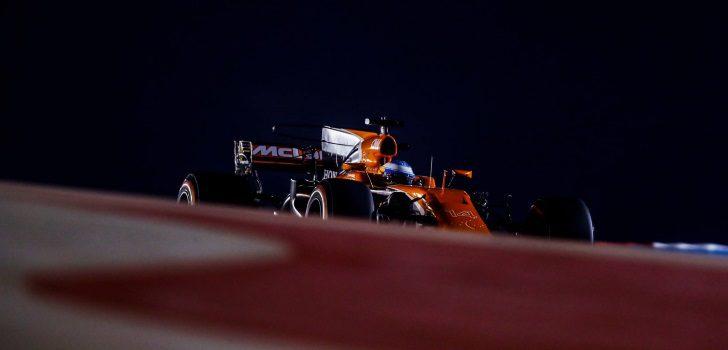 Fernando Alonso rueda en Baréin